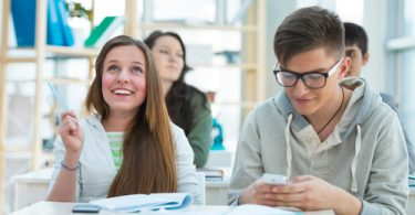 Центры занятости города готовы предложить подросткам сотни вакансий