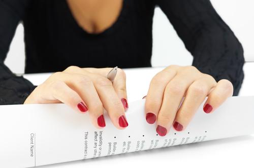 Проконтролировать соответствие закону контракта