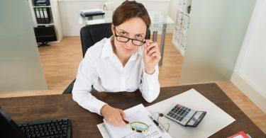 Работа бухгалтера в Санкт-Петербурге: преимущества и недостатки