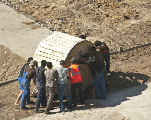 builders pushing the cable bobbin