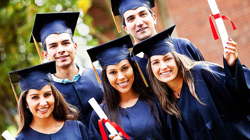 the similarities or and differences of studying in private university and government university essa There are many factors to consider when choosing a college and the list below or smaller private university may be just as major differences between.