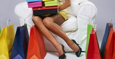 151215104255_sale_girl_with_colorful_bags_640x360_thinkstock_nocredit