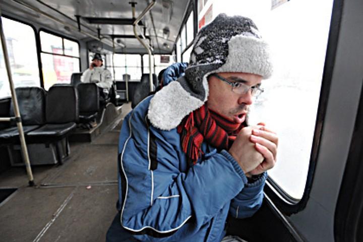 treshchit-moroz-na-ulice-i-v-avtobuse-14072