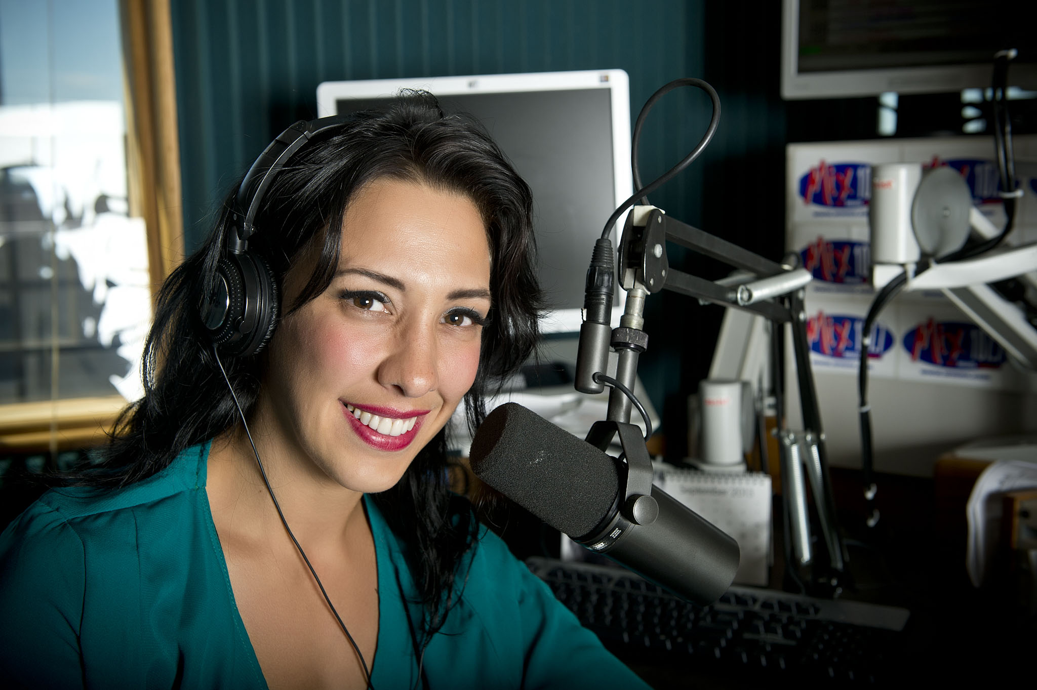 12138 Seth Bauguess, Gina Ferraro Alumna at Mix 107.7 9-3-13