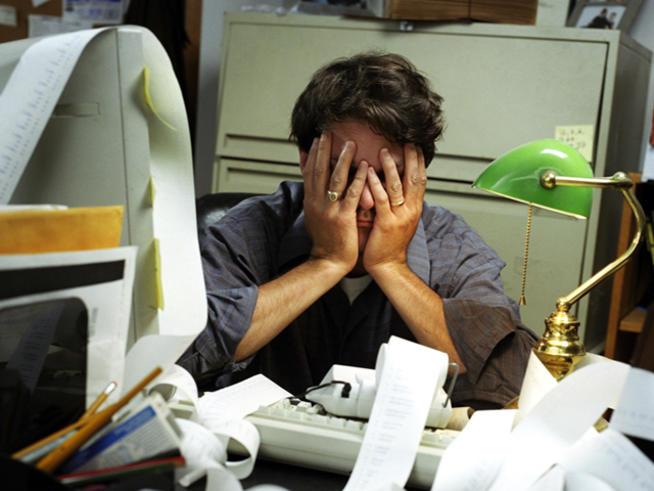 multitaskingcomputerstessofficeworker