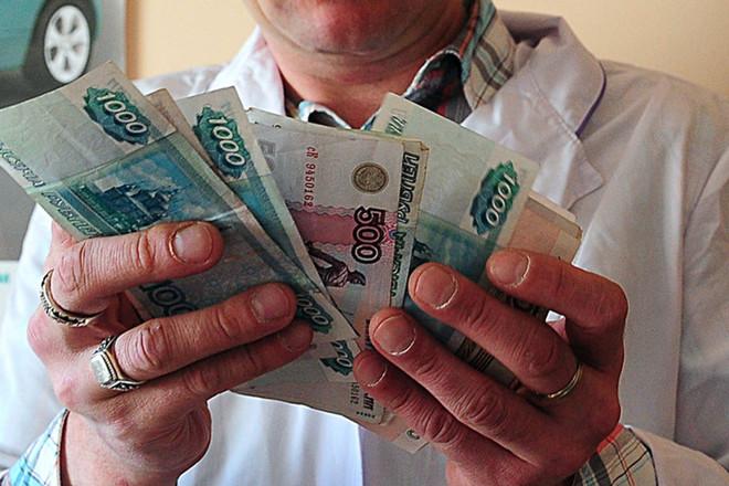 «Минздрав не предупредил»: зарплаты врачей ниже, чем заявлено